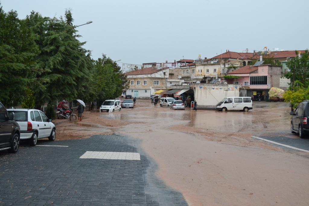 sulusaray kasabasını sel vurdu