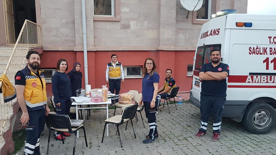 Muhtar Osman Körükcü den 112 ekibine Anlamlı yemek ikramı